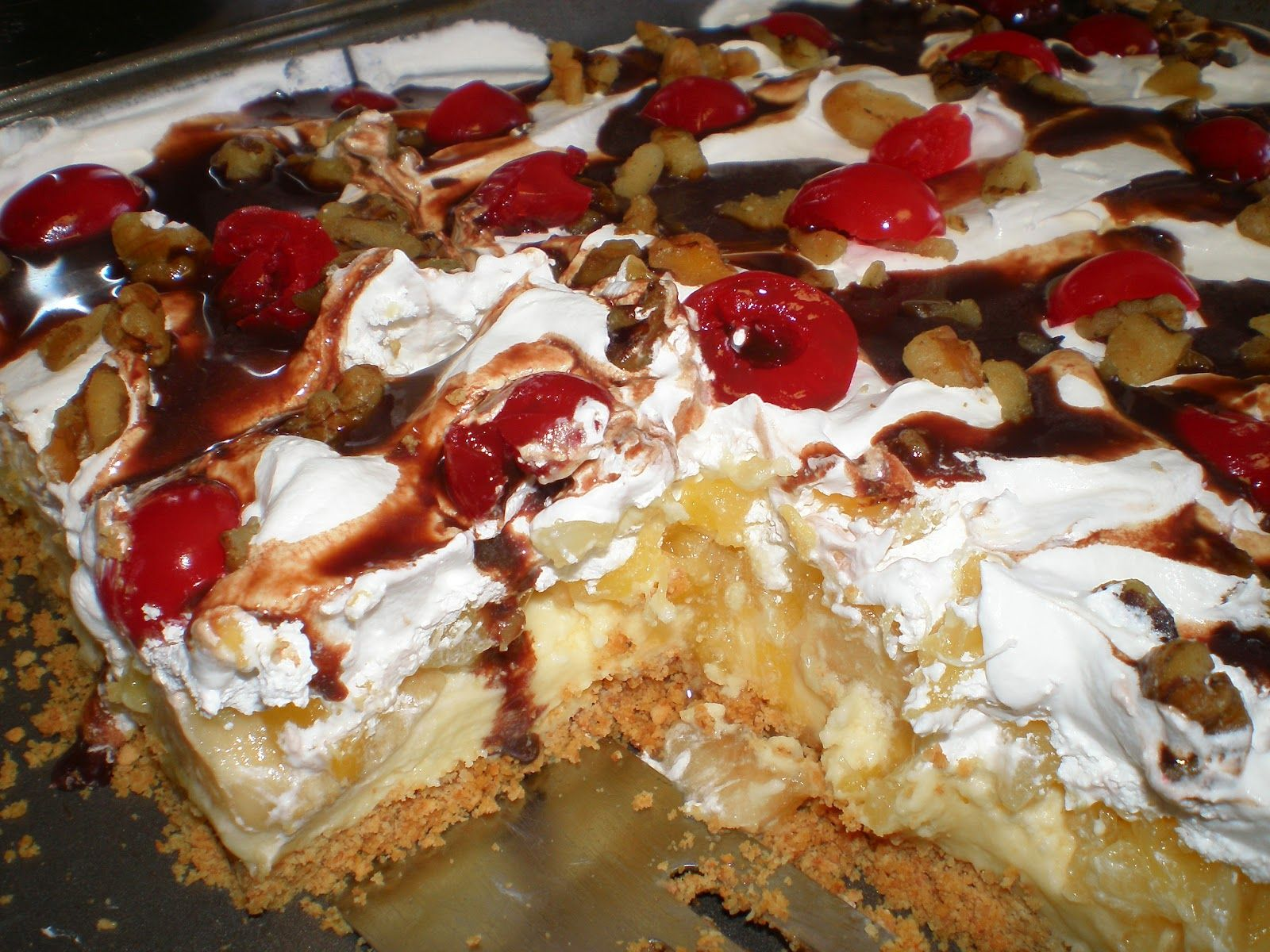 Yummy Layered Cake Recipes: Banana Split Dessert With Pudding