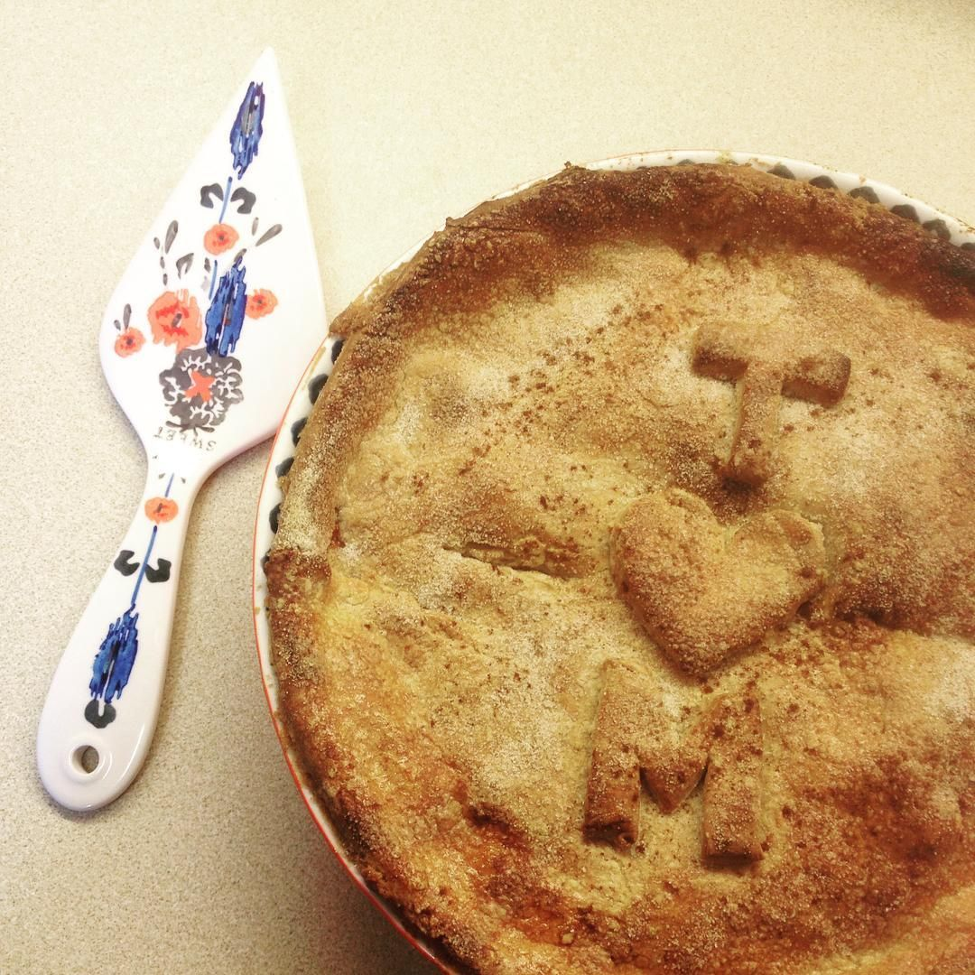I made a pie  #pie #staysweet #apple #blackberry #sweettooth #baking #wifematerial #ohwait
