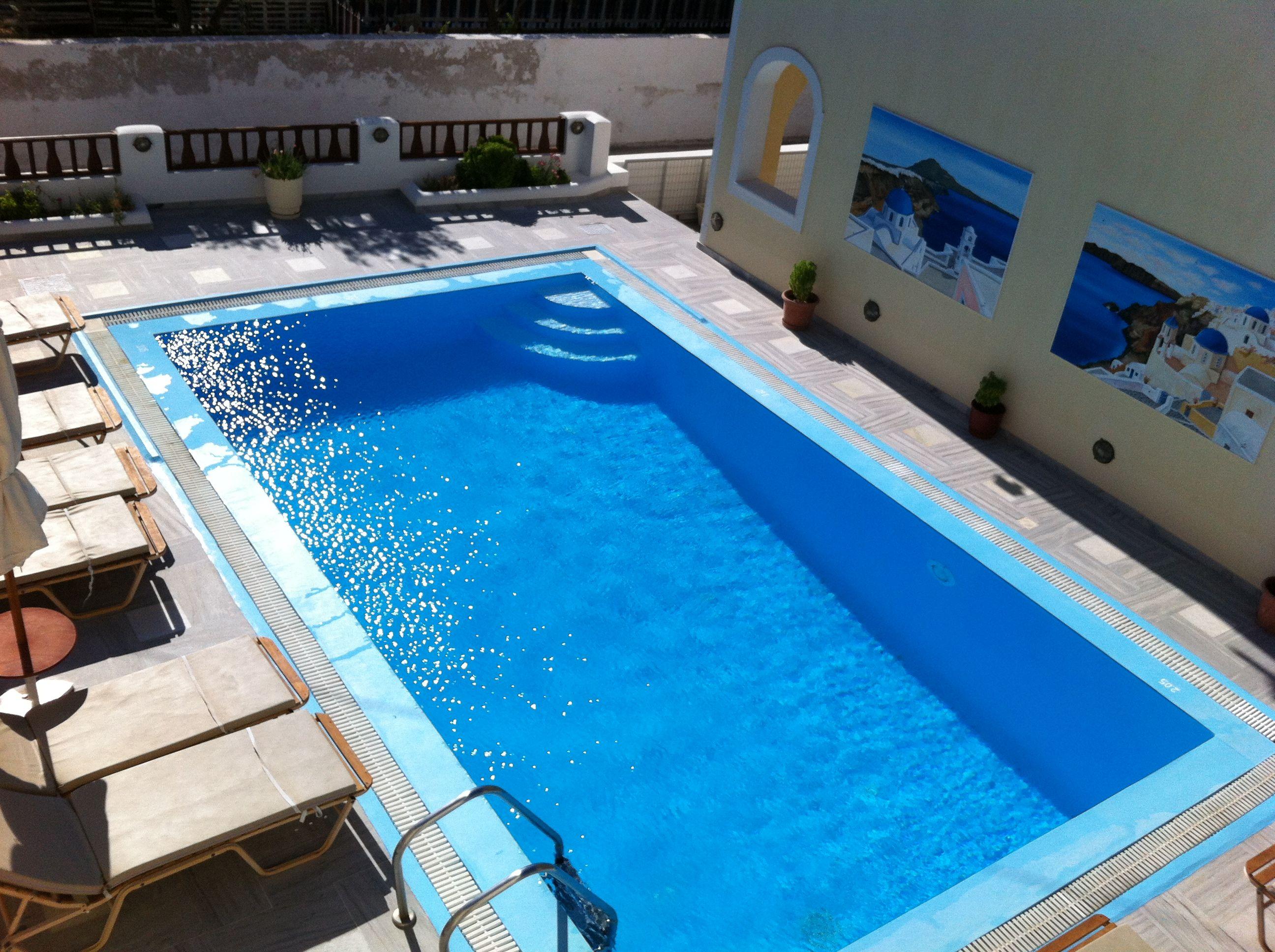 Swimming pool in Perissa