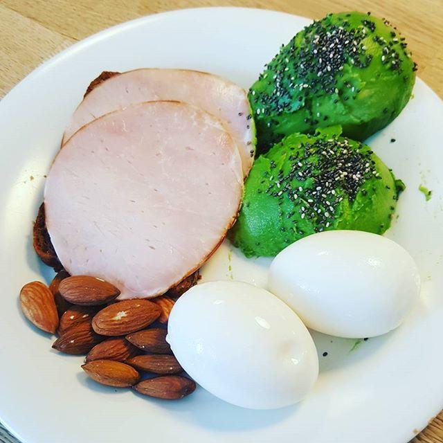 #Frokost #sund #livsstilændring #vælvære #vægttab #avokado #mandler