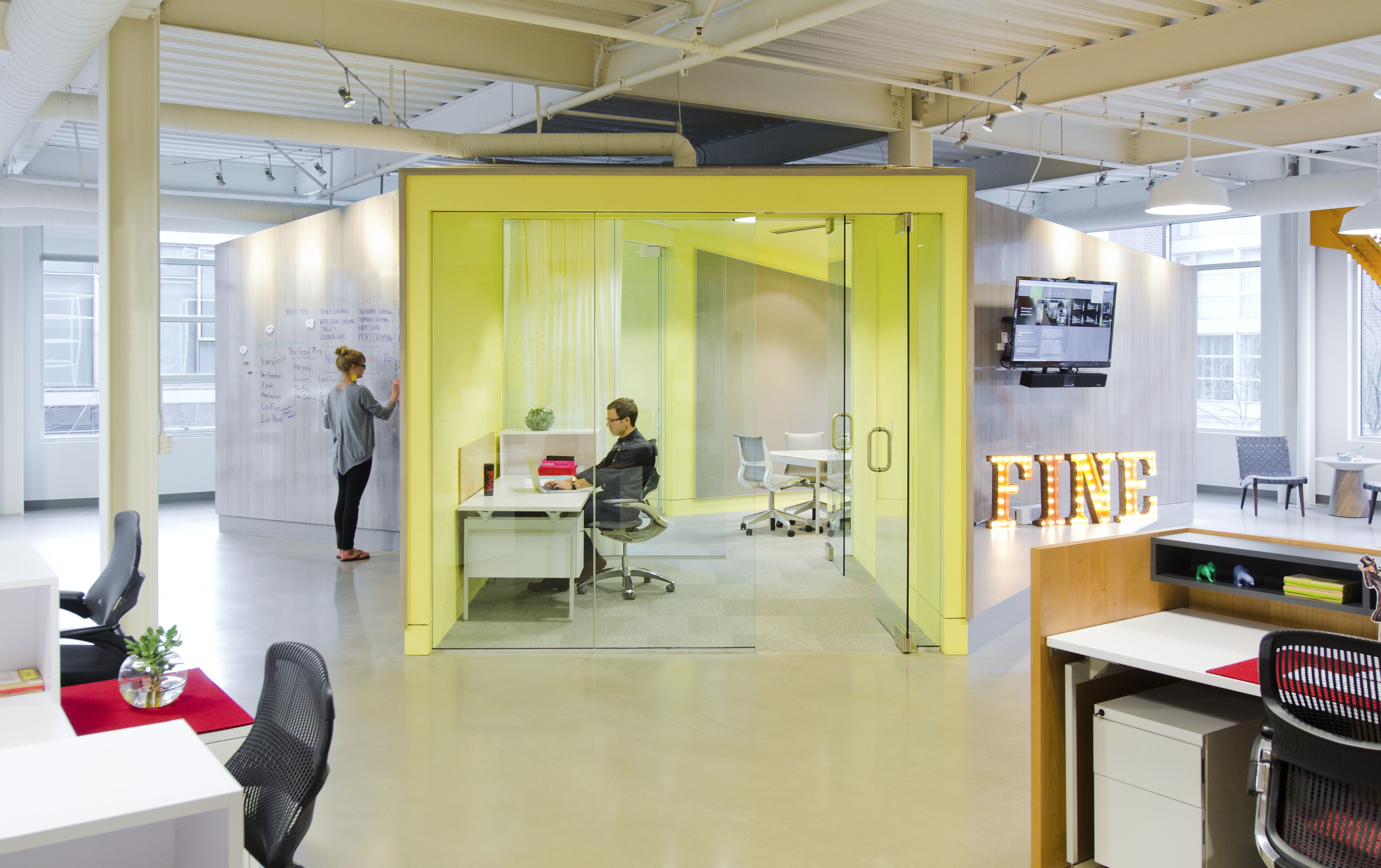 Environments installation using Knoll products at Fine Design in ...