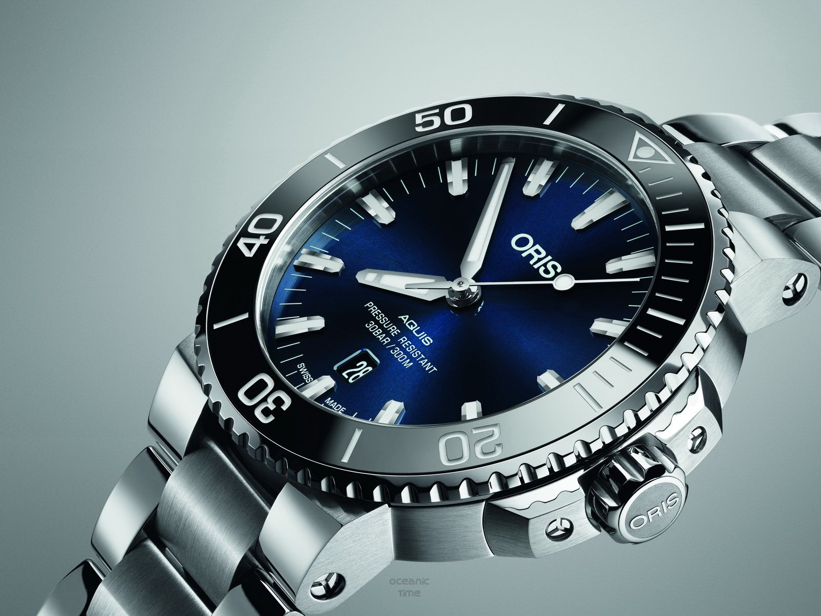 OceanicTime  ORIS Aquis DATE  NEW for 2017    Cool Watches in 2018 ... bdb727c96fc