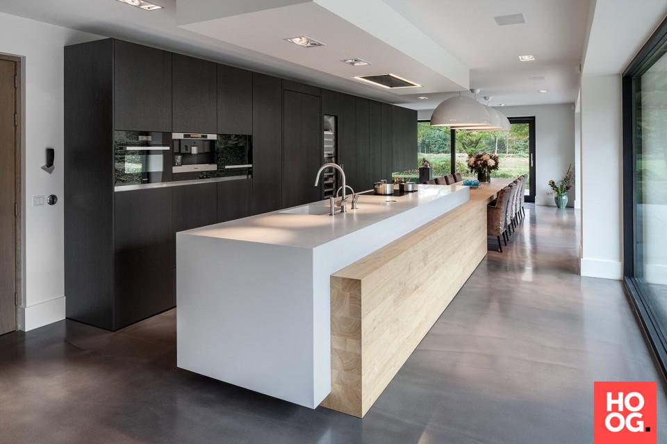 Moderne keuken met keukeneiland en ruime eettafel unique