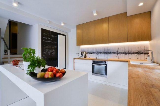 kueche-glasruckwand-motiv-segelboote-hafen-schwarz-weiss-holz - küche weiß mit holz
