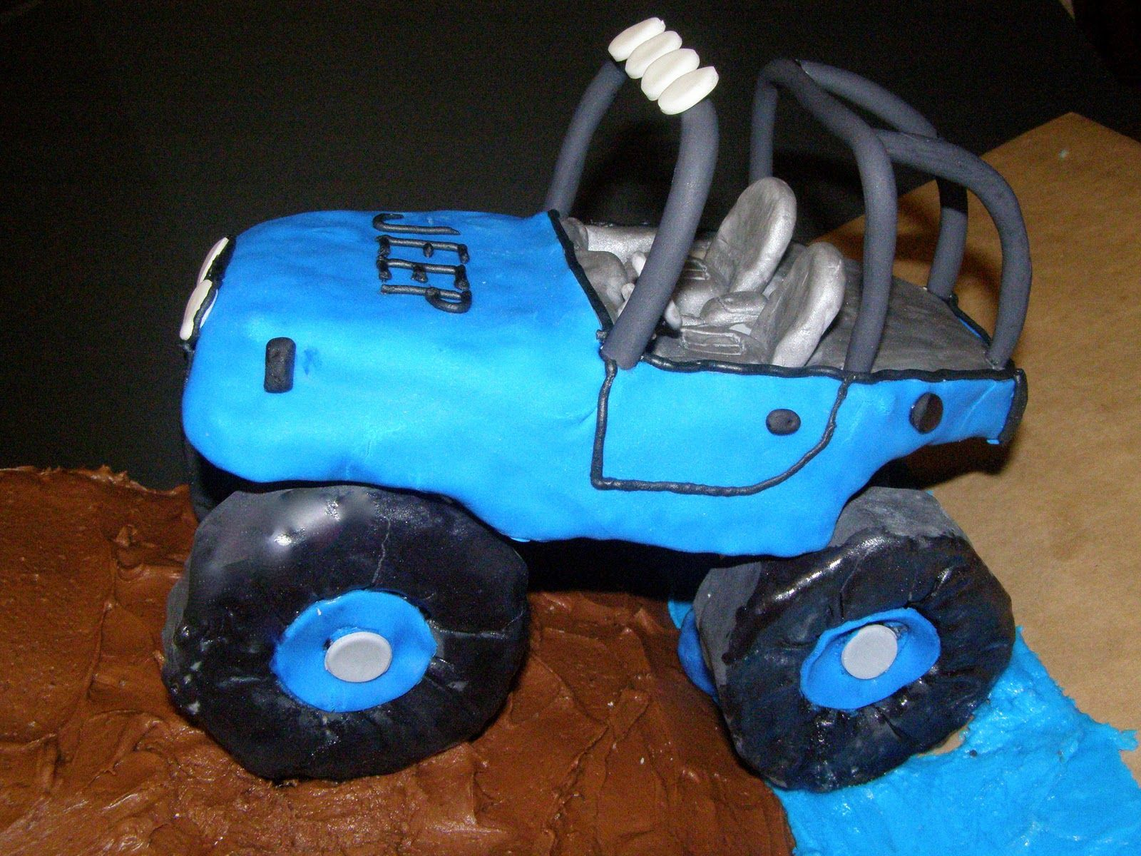 JEEP cake! Awesome!