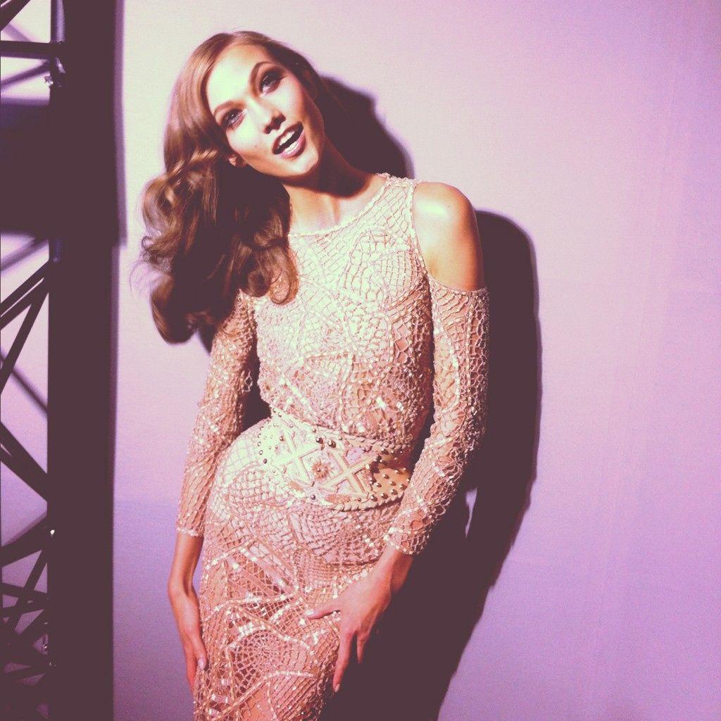 Atelier Backstage: Karlie Kloss Backstage At Atelier Versace