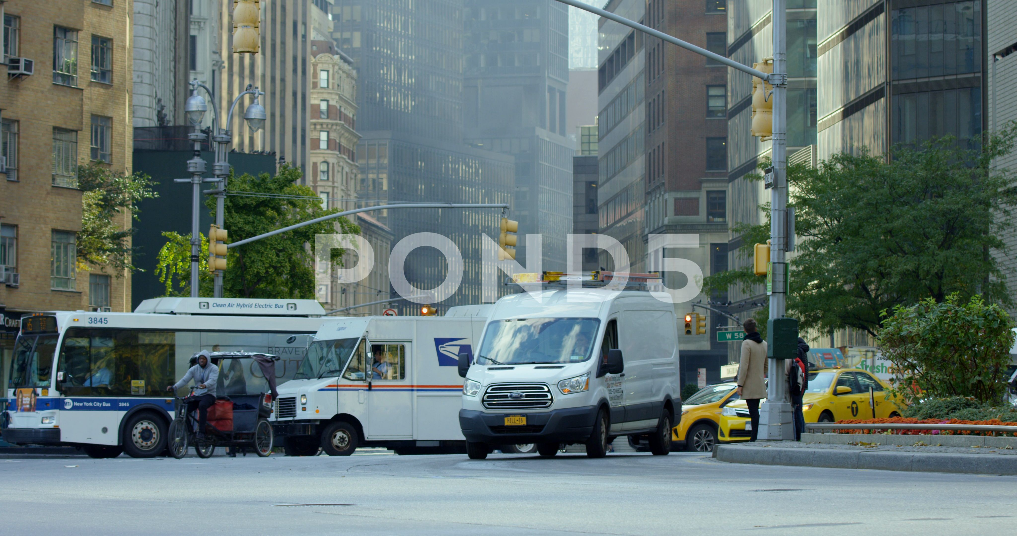 Busy Traffic On An Iconic New York Road In New York City Pedestrians Crossing Stock Footage YorkRoadIconicBusy