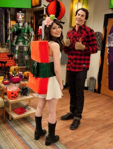 tuna sushi costume on icarly next halloween notice the headbandginger and wasabi this would be cute for a little girl