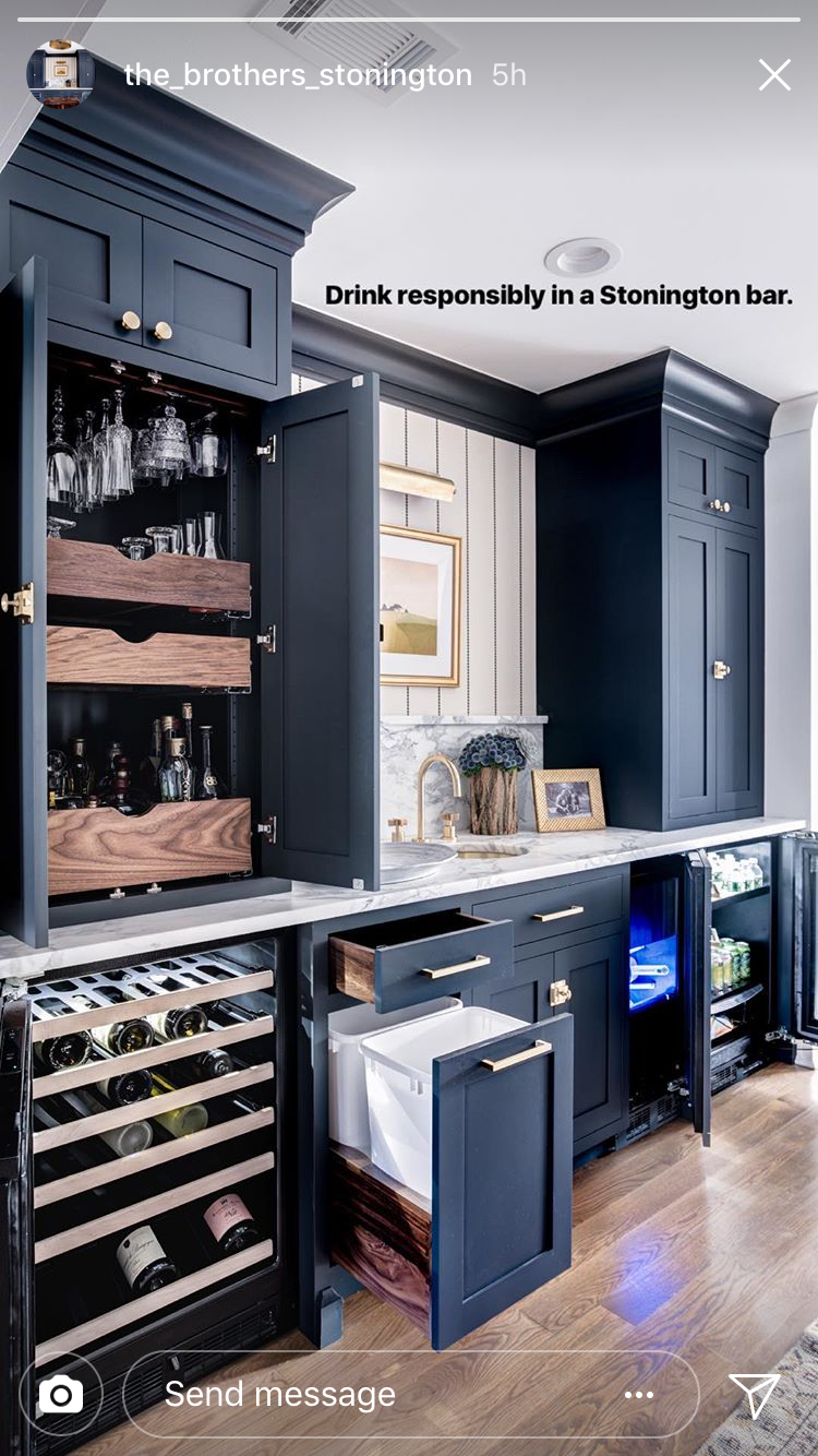 Loving the dark blue kitchen cabinets. Color can be so fun! #darkkitchencabinets