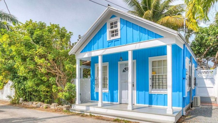 7 Adorable Key West Cottages You Can Buy Right Now Key West Cottage Beach Cottage Decor Beach Cottages For Sale