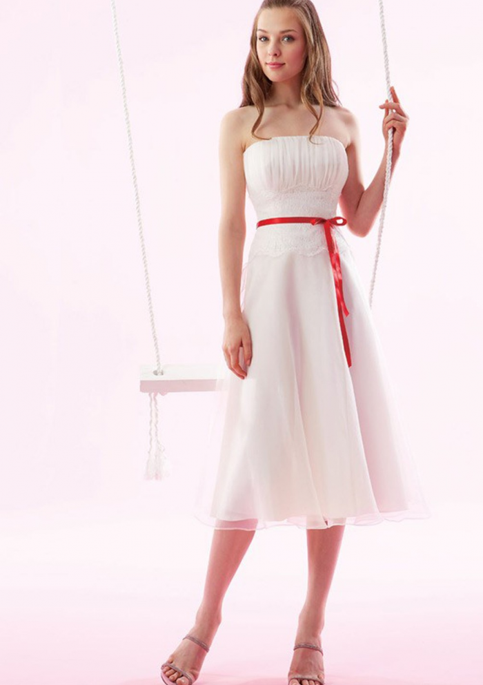 ddaec269c625 White bridesmaid dress with red ribbon | wedding in 2019 | Satin ...