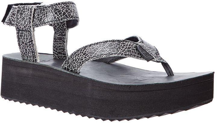 6530be1bbbe Teva Women s Flatform Crackle Leather Sandal