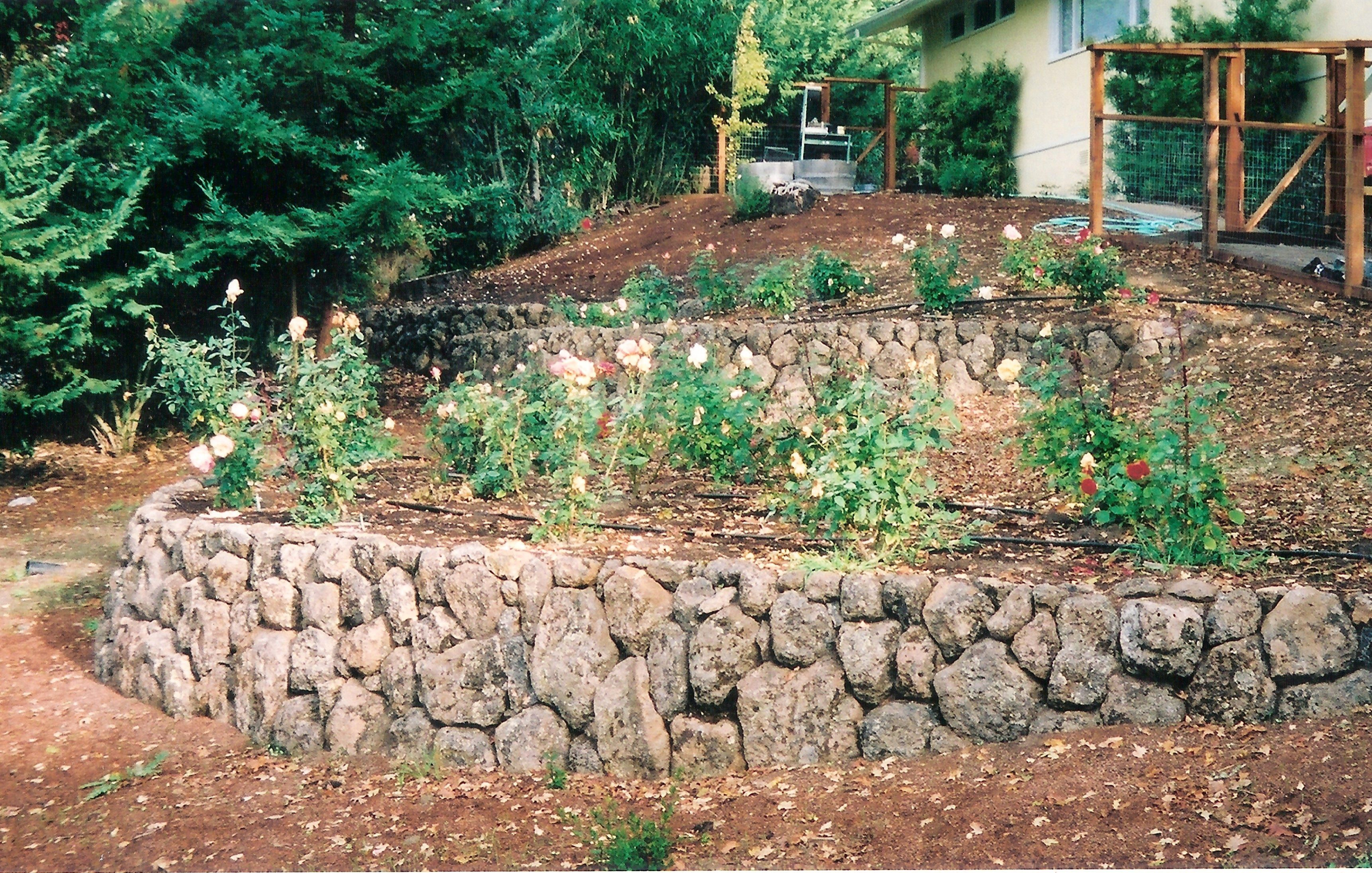 Garden walls ideas michaels landscape construction rock for Rock wall garden designs
