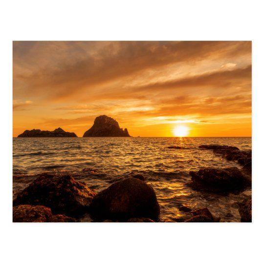 Postal de un dorado atardecer en Es Vedra y Es Vedranell de Ibiza