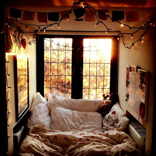 Comfy bedroom the most comfortable looking bed in the for Cozy bedroom ideas for small rooms