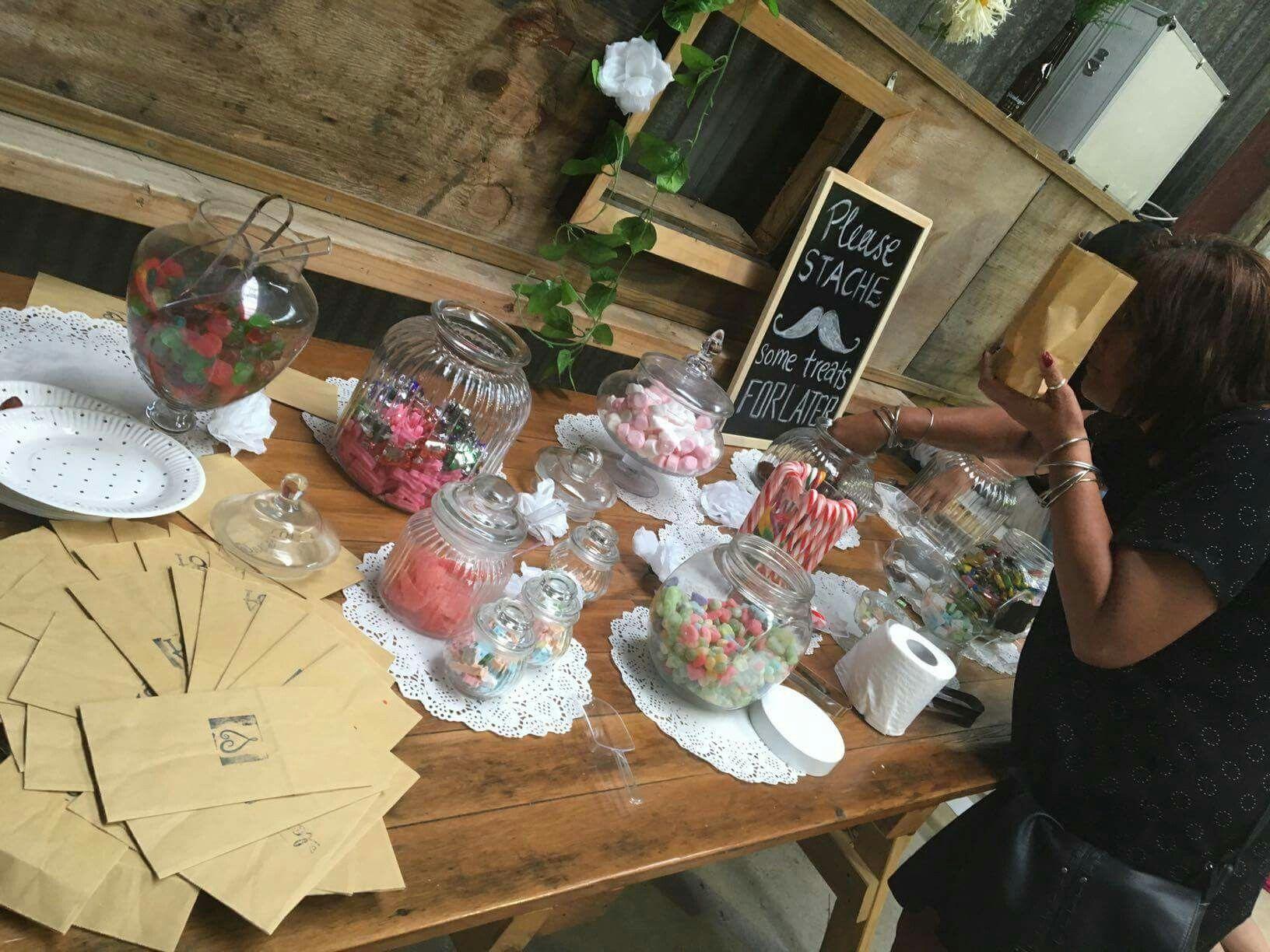 easy diy rustic wedding favors%0A Rustic vintage barn wedding DIY candy bar dessert bar wedding favors