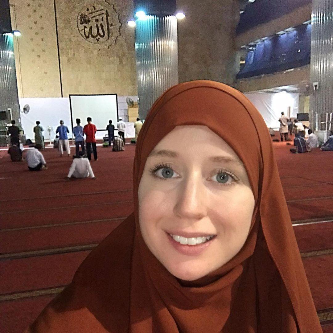NICOLE AMERICAN REVERT   Dreamer Alhamdulillah   Masjid Istiqlal Jakarta
