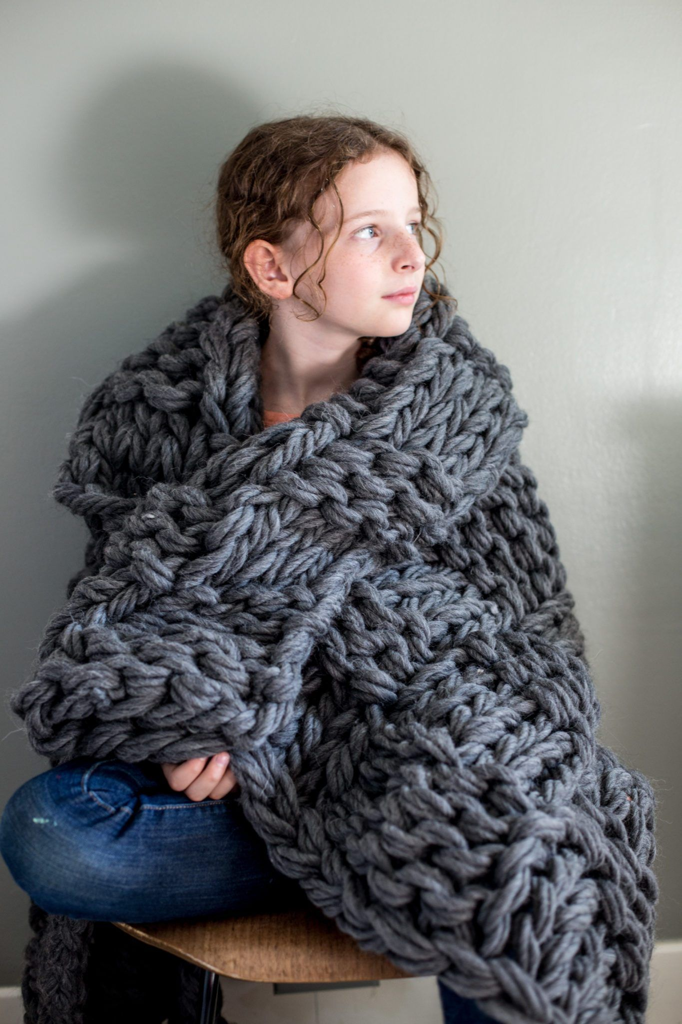 Chunky Arm Knit Blanket Pattern | Arm knitting, Knitted ...