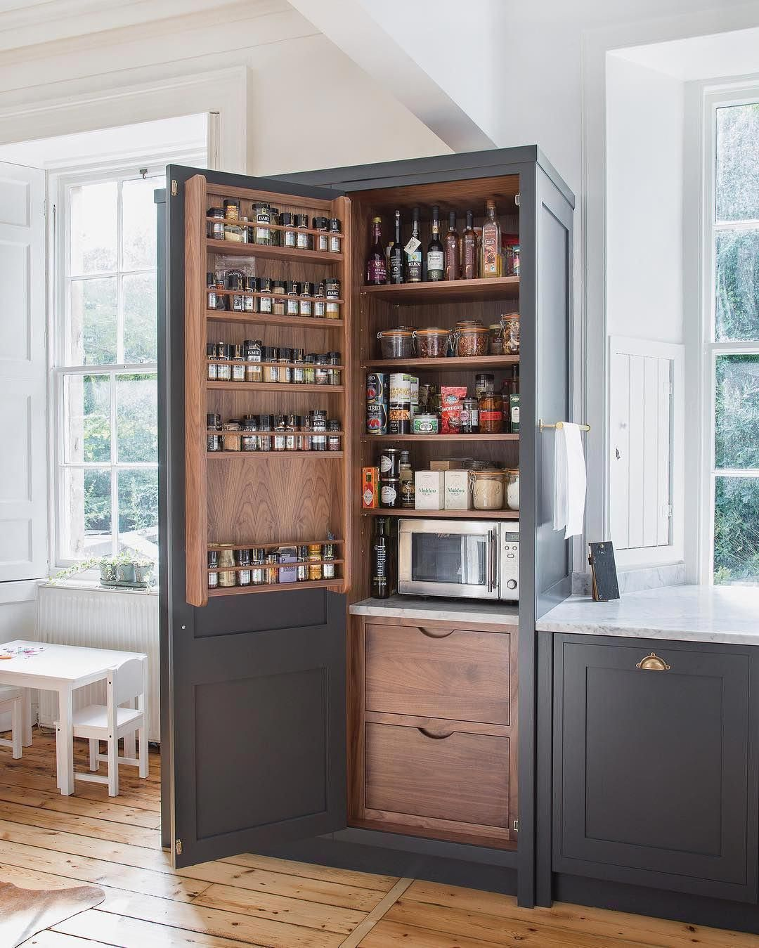 Farmhouse Style Kitchen Cabinets Have A Strong Rustic Appeal Rugged Elements A Farmhouse Style Kitchen Kitchen Cabinet Styles Farmhouse Style Kitchen Cabinets