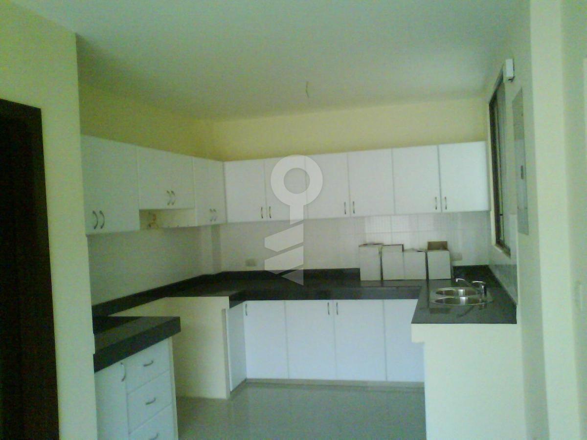 En Alquiler casa Samborondon Complejo cerrado, 170 mt2 construccion,   3 dormitorios, 3.5 baños , area de servicio completa, patio. $1100 mas alicuota