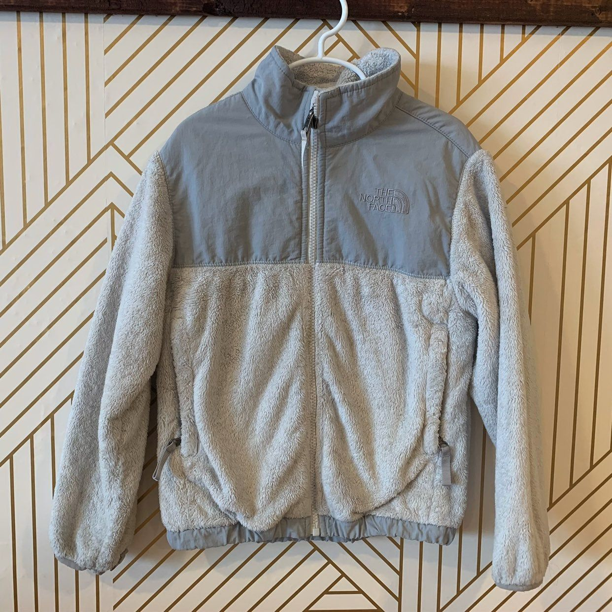 This Is A Sz Small Girls Gray North Face Coat Gently Used Fuzzy And Cute Grey North Face Coat North Face Coat The North Face [ 1242 x 1242 Pixel ]