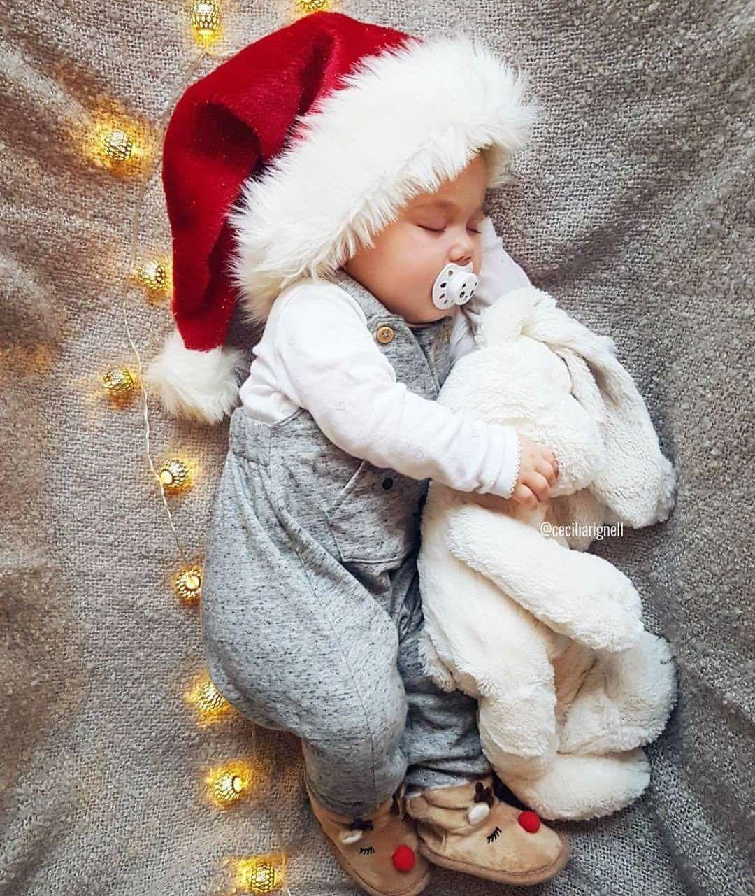 So süüüß...schlaf gut kleiner Weihnachtsmann.