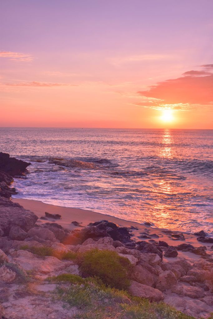 Hawaiian Sunset Photo Diary - In need of a virtual vacation? Here is a collection of Hawaiian sunset photos to daydream about until your next tropical trip!