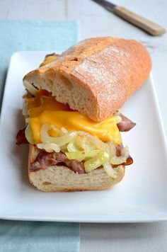 Dit is een super lekker lunch recept, een Philly Cheese Steak Sandwich met zoete…