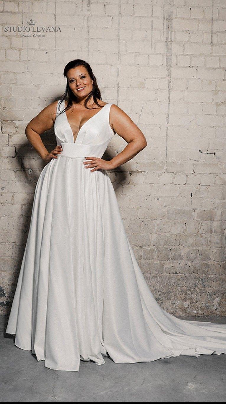 Amazing Plain Satin Plus Size Wedding Gown Narnia By Studio Levana Plus Size Wedding Gowns Plus Wedding Dresses Glamourous Wedding Dress [ 1368 x 765 Pixel ]
