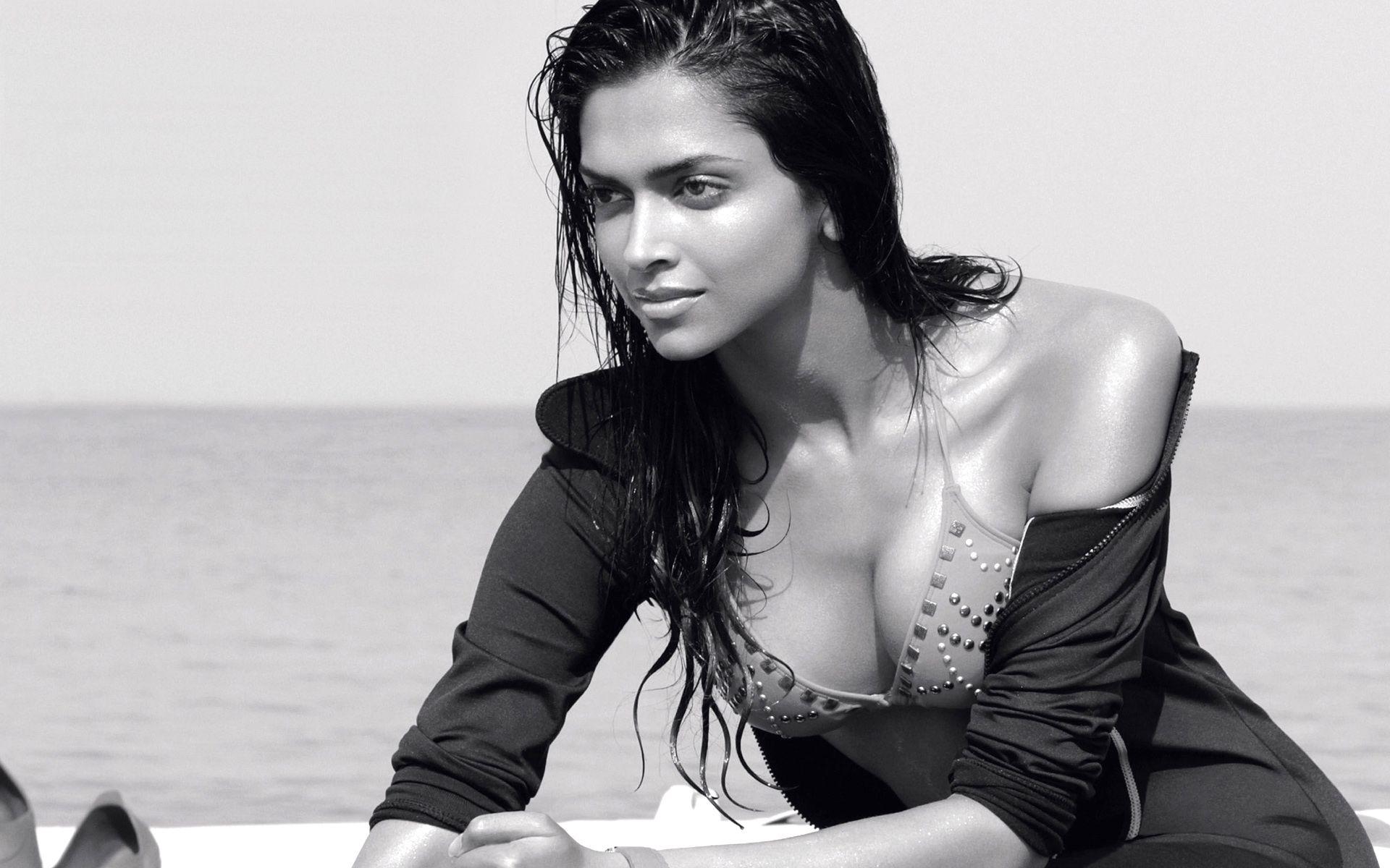 Deepika Padukone Sexiest Bikini Pictures