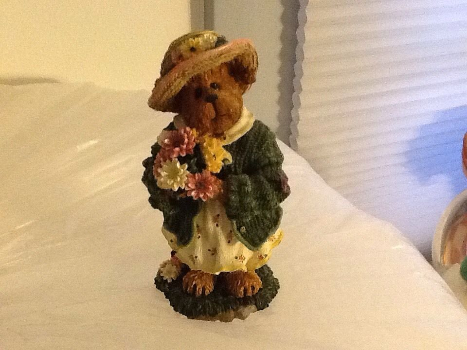 Boyds Bearstone Daisy Bloomenbear resin figurine flowers friends collectible