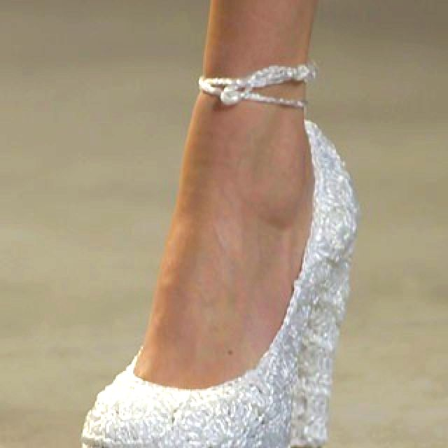 ..Wedge It With The Right Short Wedding Gown!!!!