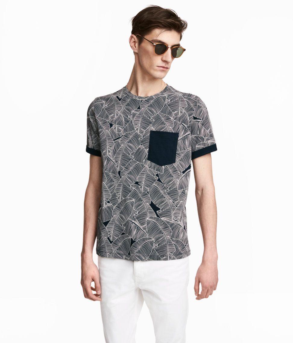 Check this out! T-shirt i bomuldsjersey. – Gå ind på hm.com for at se mere.