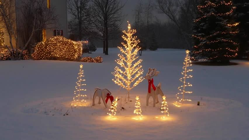 50 Handy Christmas Tree Lights Ideas To Brighten Your Christmas Tree