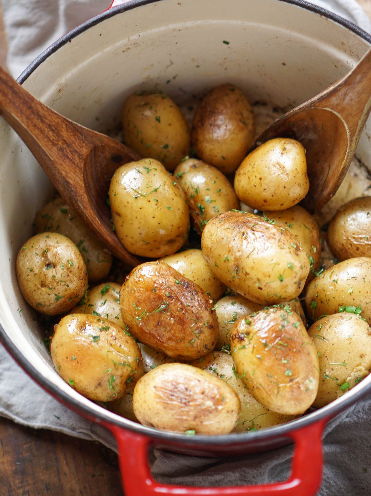 Dutch Oven Herbed Potatoes No Peel No Boil No Bake Dutch Oven Recipes Herbed Potatoes Recipes