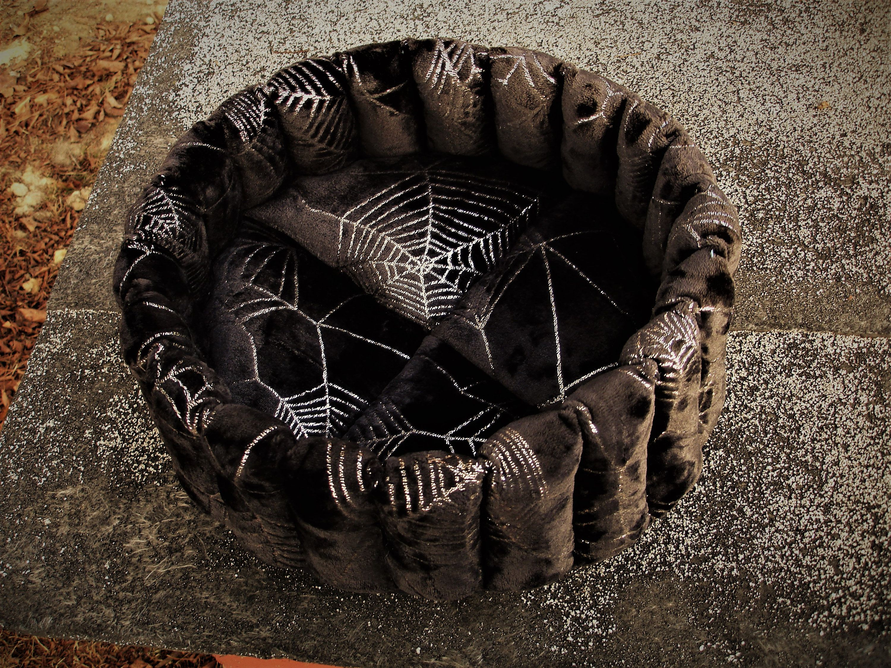 Black small dog bed, round spider web cat beds, washable