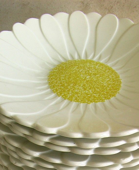 Daisy Kitchen Decor: Vintage French Gien Plates 1960