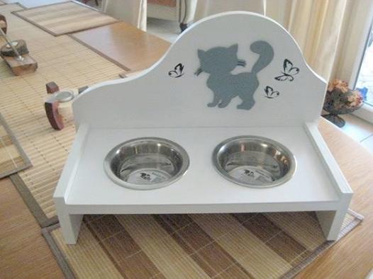 This Cute Diy Feeding Bowl Is A Real Eye Catcher And A Delight For Your Kitty Bosch Tolle Idee Fur Eine Futterst Katzennapf Katzen Meerschweinchen Gehege