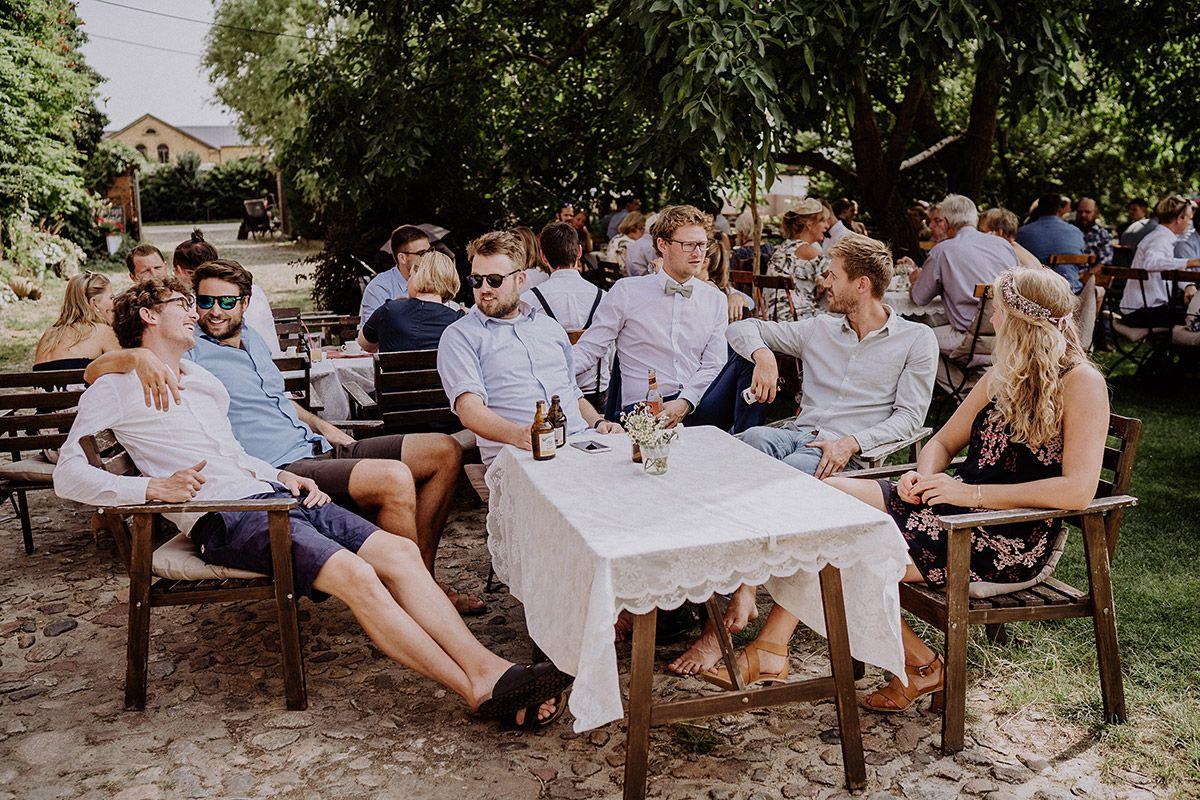 Scheunenhochzeit Brandenburg Vierseithofcafe Hochzeitsfotograf Scheunen Hochzeit Hochzeitsfeier Garten Und Hochzeitsfotograf
