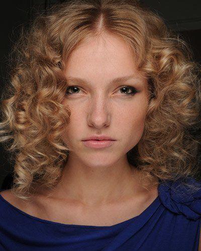 haarschnitt für dickes, lockiges haar   frisur dicke haare