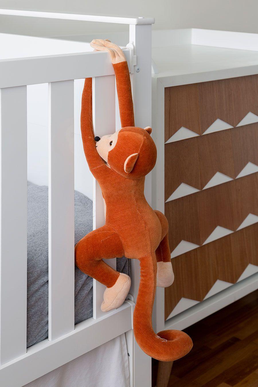 Apartamento pequeno com decoração moderna, decoração branca, integrada, iluminação natural, quarto infantil, quarto de bebê.