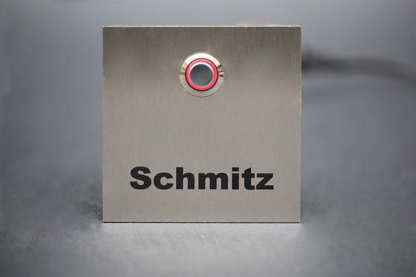klingelschild mit einem rotem led taster door bell nameplate klingelschilder pinterest. Black Bedroom Furniture Sets. Home Design Ideas