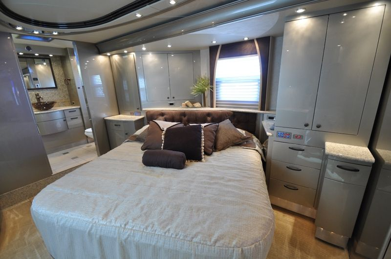 luxury RV bedroom | Luxurious bedrooms, Small apartment ...