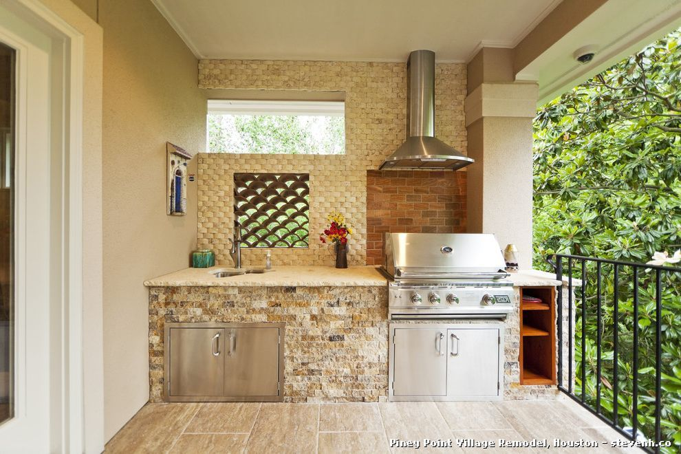 Moderno patio con barbacoa y barandilla de hierro esto - Barbacoa diseno moderno ...