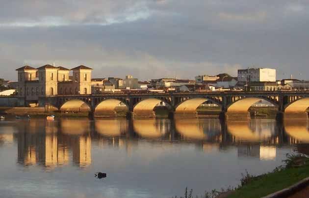 El puente Mauá, portento de la simetría.   Matemolivares