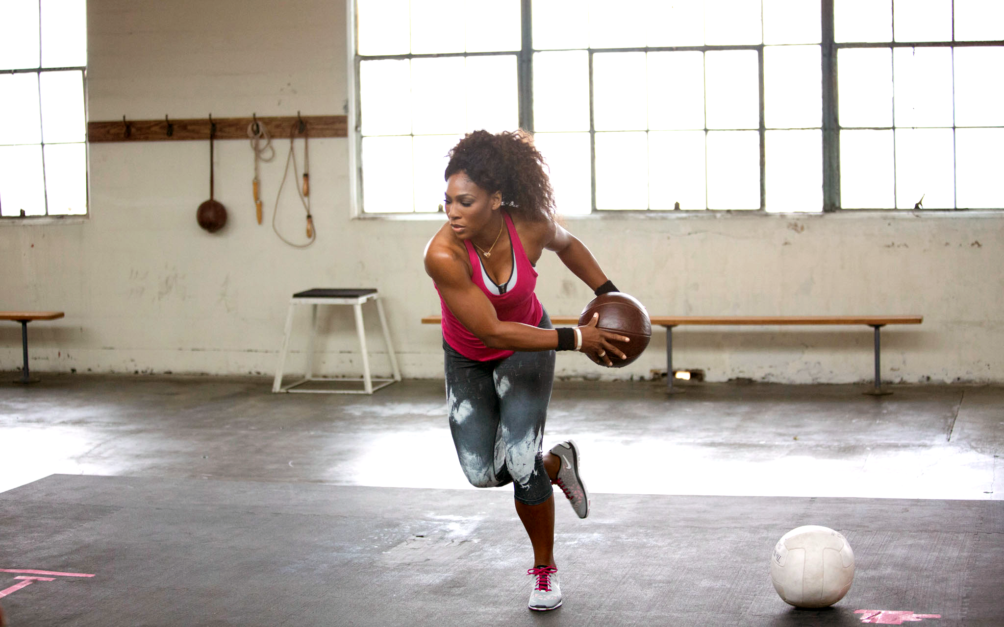 Serena Williams shows off her Core Power workout for the Nike Training Club  #NTC