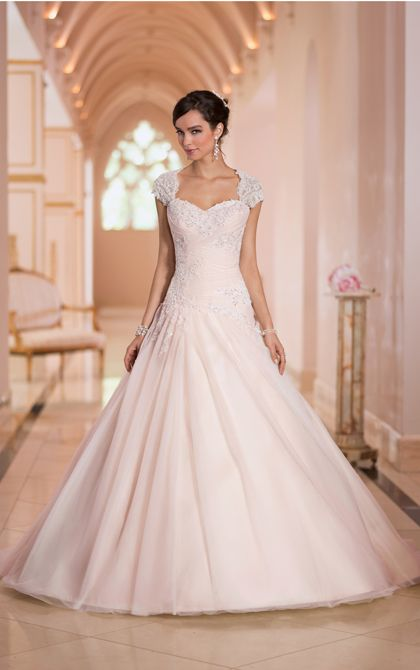 Beautiful hand crafted keyhold back ballgown wedding dresses from Stella York. (Style 5878)