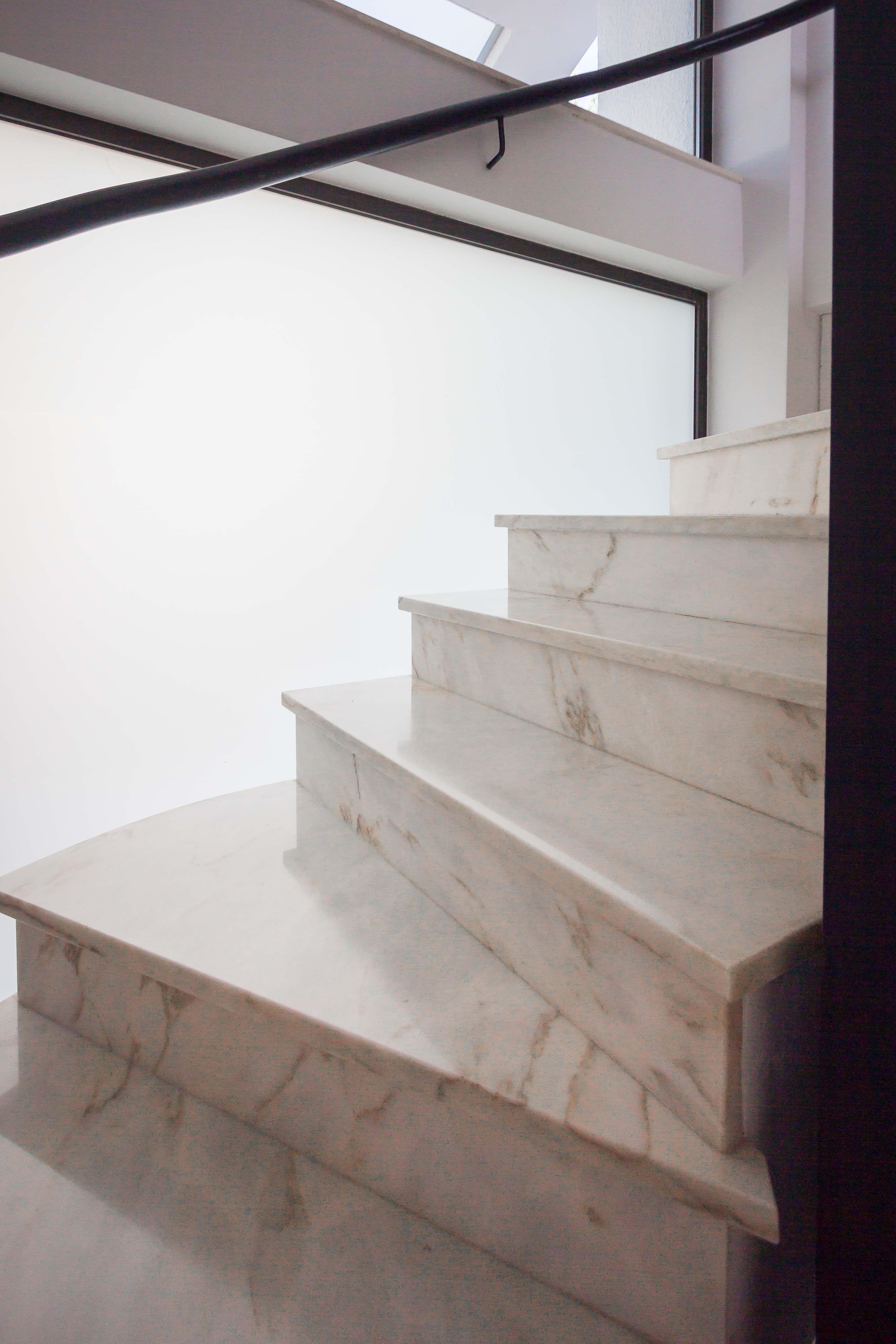 Casa march reforma total m rmol blanco grandes for Marmol negro y blanco