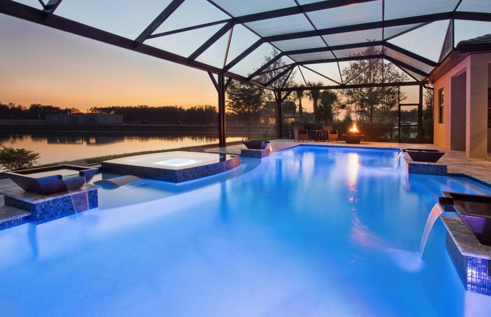 Tanning ledge with zero edge spa camden lakes naples fl for Pool design naples fl