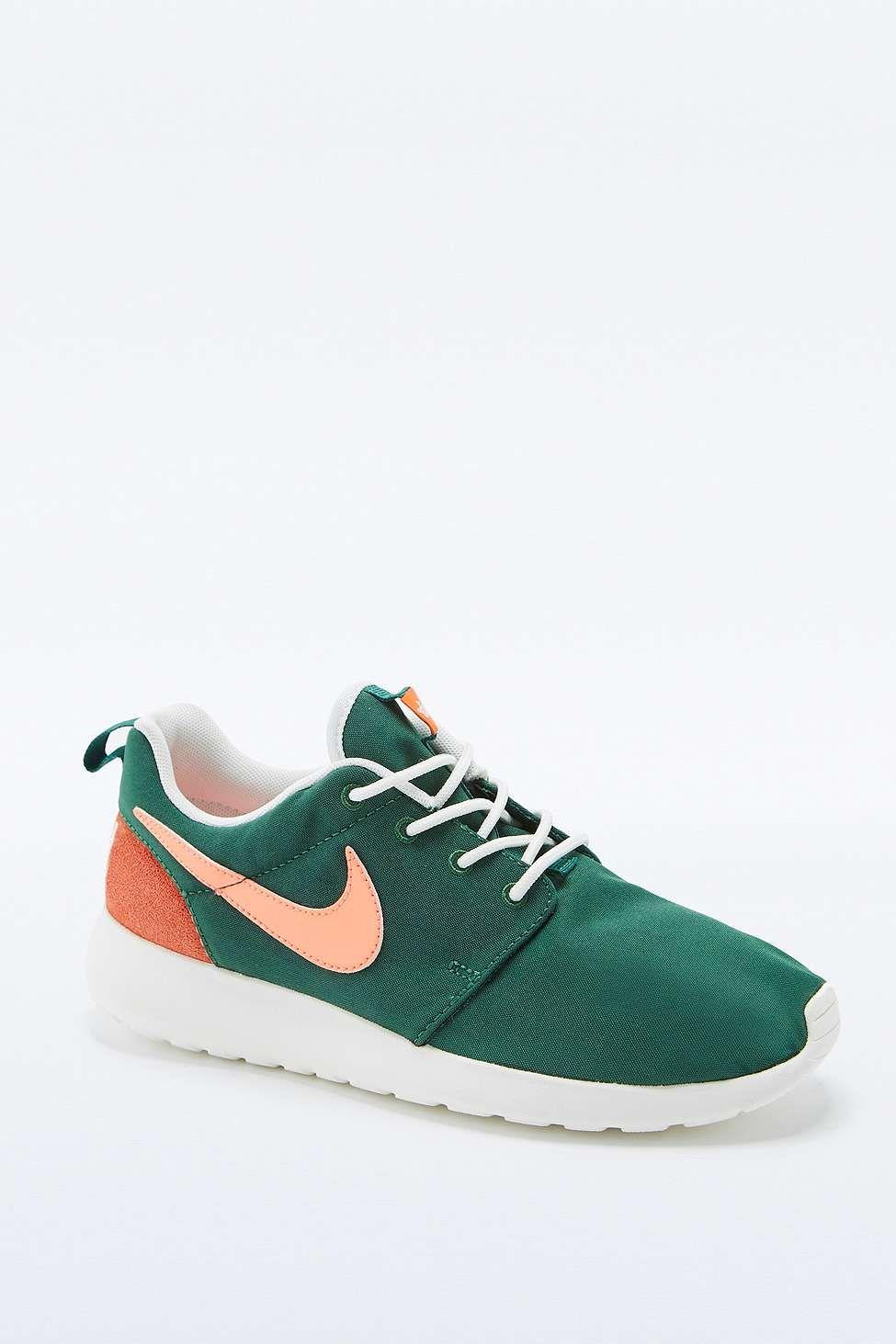 be7256ecc5bb ... Nike Roshe Run Retro Green Trainers ...